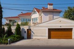 Härligt nytt modernt hus Royaltyfri Foto