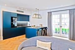 Härligt nytt modernt kök Fotografering för Bildbyråer