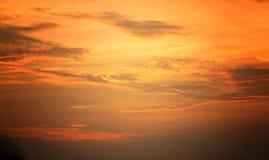 Härligt och färgrikt trevligt för himmel och för moln på soluppgång Arkivfoto