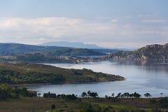 Härligt och fridfullt landskap av en sjö i Skotska högländerna av Skottland, Förenade kungariket Fotografering för Bildbyråer