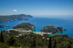 Härligt Paleokastritsa strandlandskap på Korfu Arkivfoto