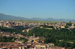 Härligt panorama- foto av mitten av Segovia och dess akvedukt i Segovia Arkitektur lopp, historia arkivfoto