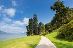 Härligt parkera av villan Melzi längs kusten av sjön Como, Lomb royaltyfri fotografi