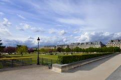 Härligt parkera med träd på Champset-Elysees, Frankrike Royaltyfria Bilder