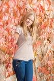 härligt posera för flicka som är teen royaltyfri foto