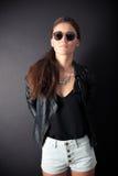 Härligt posera för ung kvinna Fotografering för Bildbyråer