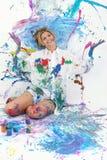 härligt räknat målarfärgkvinnabarn arkivbilder