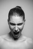 Härligt ropa för kvinna som är ilsket arkivbild
