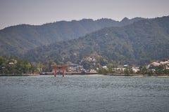 Härligt sceniskt av den Itsukushima relikskrin Arkivfoton