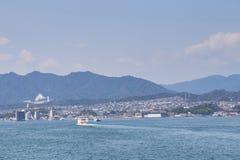 Härligt sceniskt av den Miyajima staden Fotografering för Bildbyråer