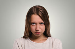 härligt se för kamerakvinnlig ilsken flicka Attraktivt dig royaltyfri bild