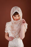 härligt sjalettkvinnabarn Muslimsk tradition Royaltyfria Foton