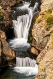 Härligt skyla att applådera vattenfall Royaltyfri Bild