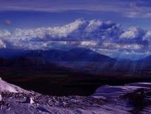 Härligt snöig berglandskap Royaltyfria Bilder