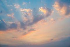 Härligt soluppgånghimmelmoln Arkivfoto