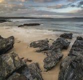 Härligt soluppgånglandskap av Godrevy på den Cornwall kustlinjen in Arkivbild