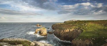Härligt soluppgånglandskap av Land's End i Cornwall England Arkivbild