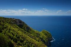 Härligt sommarlandskap uppifrån av de branta klipporna på Kampi på ön av Zakynthos, Grekland Royaltyfria Bilder