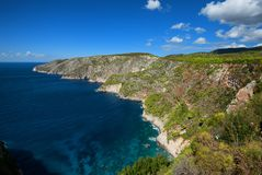 Härligt sommarlandskap uppifrån av de branta klipporna på Kampi på ön av Zakynthos, Grekland Royaltyfri Foto
