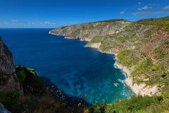 Härligt sommarlandskap uppifrån av de branta klipporna på Kampi på ön av Zakynthos, Grekland royaltyfri fotografi
