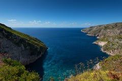 Härligt sommarlandskap uppifrån av de branta klipporna på Kampi på ön av Zakynthos, Grekland Arkivbilder