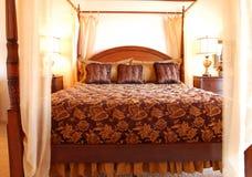 härligt sovrum arkivfoto