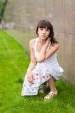 härligt ståendekvinnabarn Royaltyfria Bilder