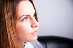 Härligt stirra för ung kvinna Arkivfoton