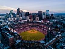 Härligt surrfoto av Denver Colorado på solnedgången royaltyfri fotografi