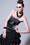 härligt svart mode gör model övre Royaltyfri Foto