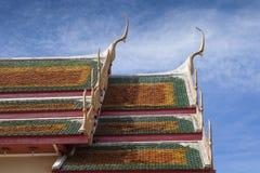Härligt thailändskt tempeltak Arkivbilder