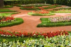 Härligt trädgårds- härligt hus Arkivbilder