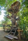 Härligt trädhus i det Chiang Mai landskapet Arkivfoton