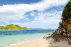 Härligt tropiskt hav under blå himmel Fotografering för Bildbyråer