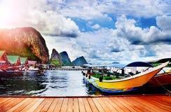 Härligt tropiskt strandlandskap i det Thailand Adaman havet royaltyfri foto