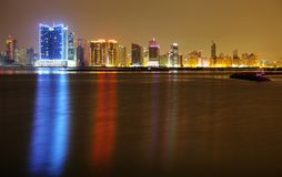 Härligt upplyst HDR fotografi av Juffair horisont, Bahrain Royaltyfri Bild