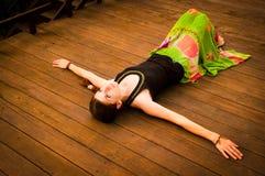 härligt utomhus- inställningskvinnabarn Fotografering för Bildbyråer
