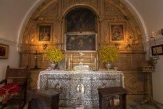 Härligt utsmyckat katolskt altare fotografering för bildbyråer