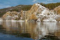 Härligt vårlandskap på flodbanken Natur av Siberia Royaltyfri Fotografi