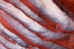 Abstrakt färgrikt mönstrar i sandstenvägg Arkivbild