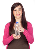 härligt vatten för flaskbrunettflicka Royaltyfri Foto