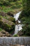 Härligt vattenfalllandskap Arkivbilder