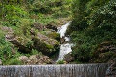 Härligt vattenfalllandskap Royaltyfri Fotografi