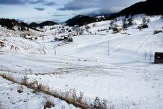 Härligt vinterlandskap Carpathian berg, Fundata Arkivfoton