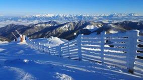 Härligt vinterlandskap i Carpathians Arkivfoto