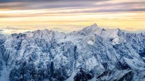 Härligt vinterlandskap med snöade bergmaxima, höga Tatras, Slovakien royaltyfri bild