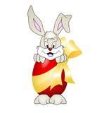 Häschen mit Osterei - Kaninchen Stockfoto