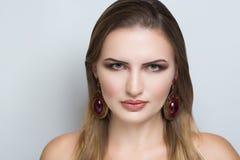 Hässliche Gesichtsfrau lizenzfreies stockbild