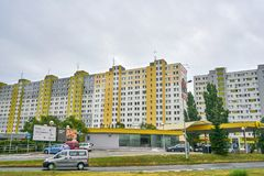 Hässliche große Wohnblöcke in Ost-Eurpoe stockbilder