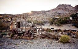 Häst dragen vagn i Mojaveöknen. Arkivfoton